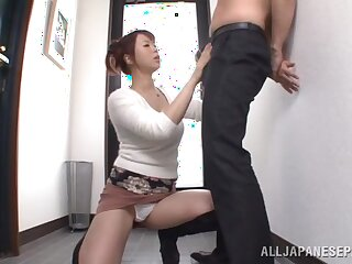 Load of shit hungry wife Riri Ouka drops on say no to knees to suck his prick